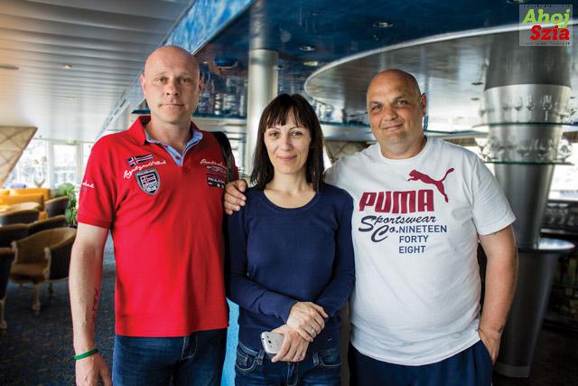 Druhý kapitán Csaba Bozsaky, Mónika manažérka hotelového personálu, a prvý kapitán Peter Csikós