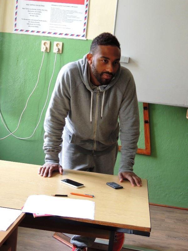 Na základnej škole na Ulici Pohraničnej sa hodiny anglického jazyka zúčastnil rozohrávač basketbalového tímu MBK Rieker COM-therm Komárno TJ Bannister.