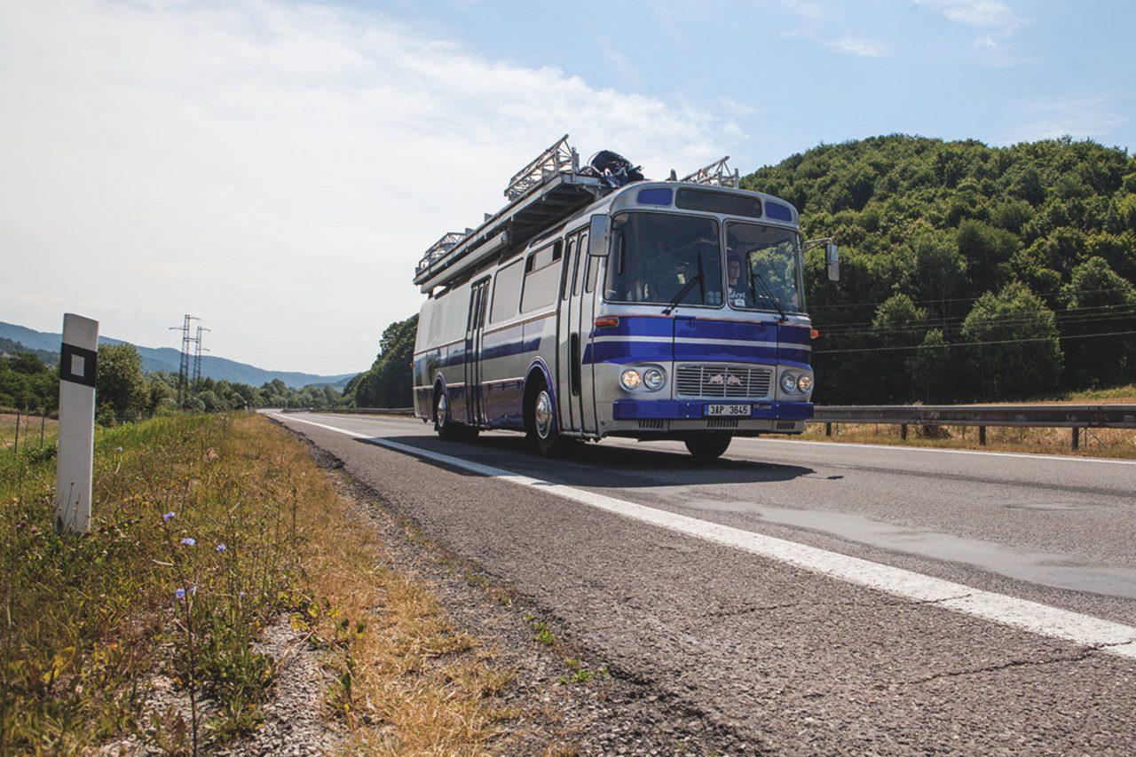 Red Bull Tour Bus_Karosa (6)
