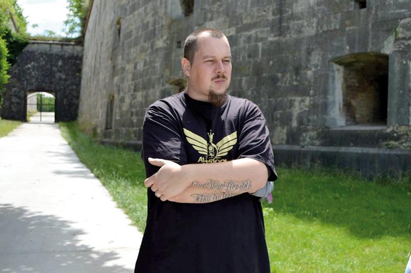 Michal-Bajci-a-Monostori-Erőd-előtt
