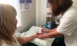 Ahoj Komárno - Lekárnici v komárňanskej nemocnici zabezpečia merania hladiny cukru a cholesterolu