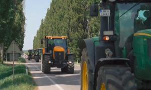 Ahoj Komárno - Na cestách Nitrianskeho kraja protestovali desiatky traktorov