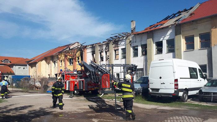 Ahoj Komárno - Pri požiari v Nových Zámkoch zasahovali aj komárňanskí hasiči